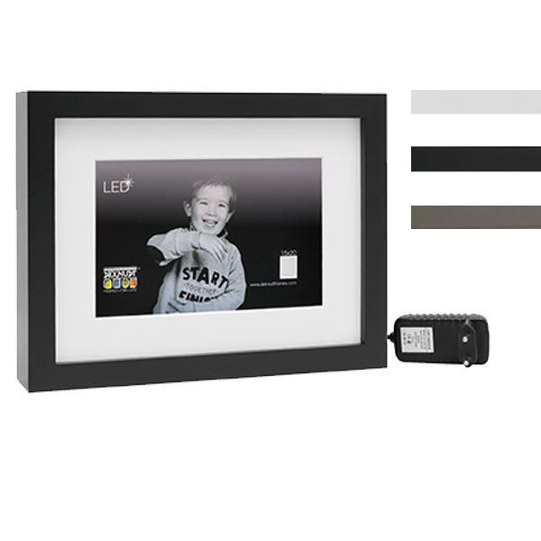 Holz-Bilderrahmen mit LED-Streifen und Passepartout