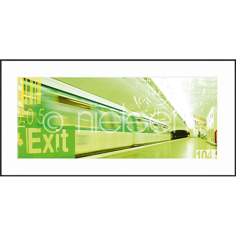 """Gerahmtes Bild """"Metro Station Exit"""" mit Alurahmen C2"""