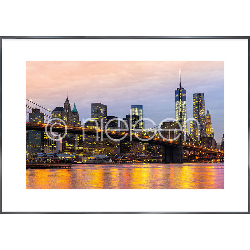 "Gerahmtes Bild ""Brooklyn Bridge at Night"" mit Alurahmen Alpha"