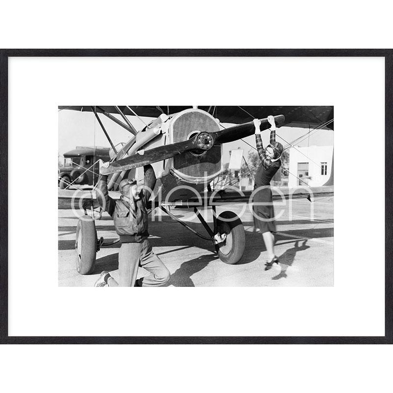 "Gerahmtes Bild ""Historic plane II"" mit Holzrahmen Quadrum"